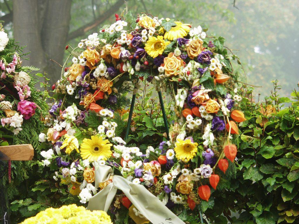 Coronas de flores para difuntos